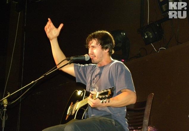 Многие зрители впервые увидели Игоря с гитарой Фото: Ирина ТАРАСОВА