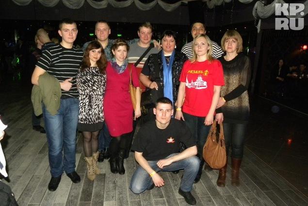 Группа контактеров следует за Игорем из города в город Фото: Ирина ТАРАСОВА